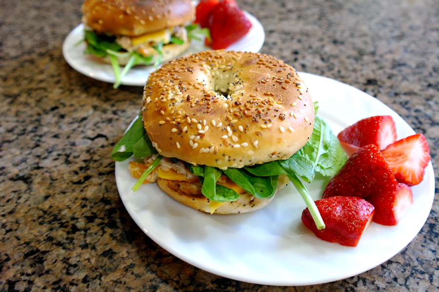 bagel-sandwich-with-tuna