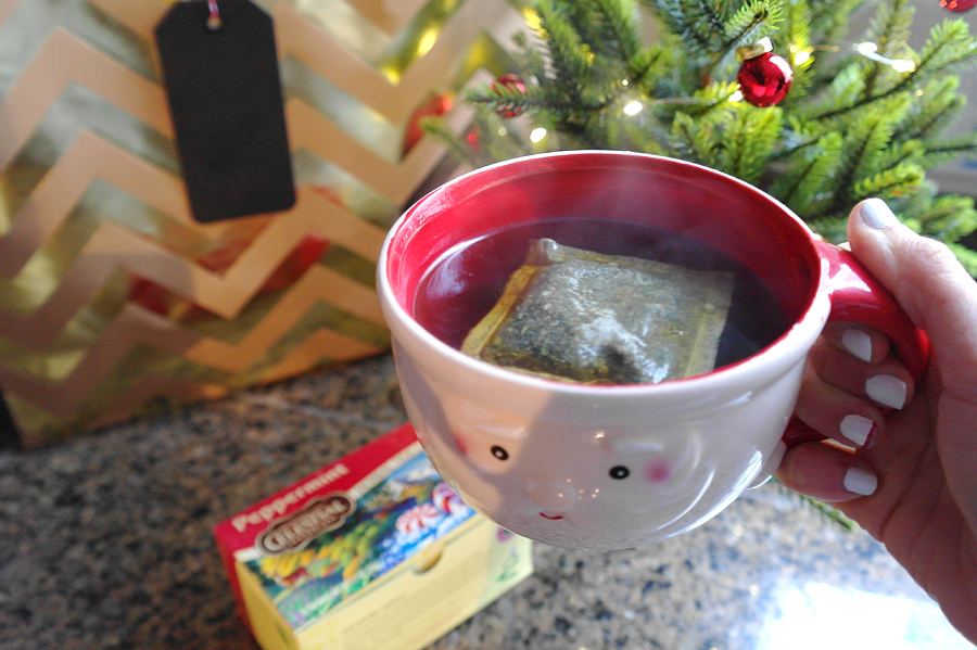 peppermint-tea-santa-mug