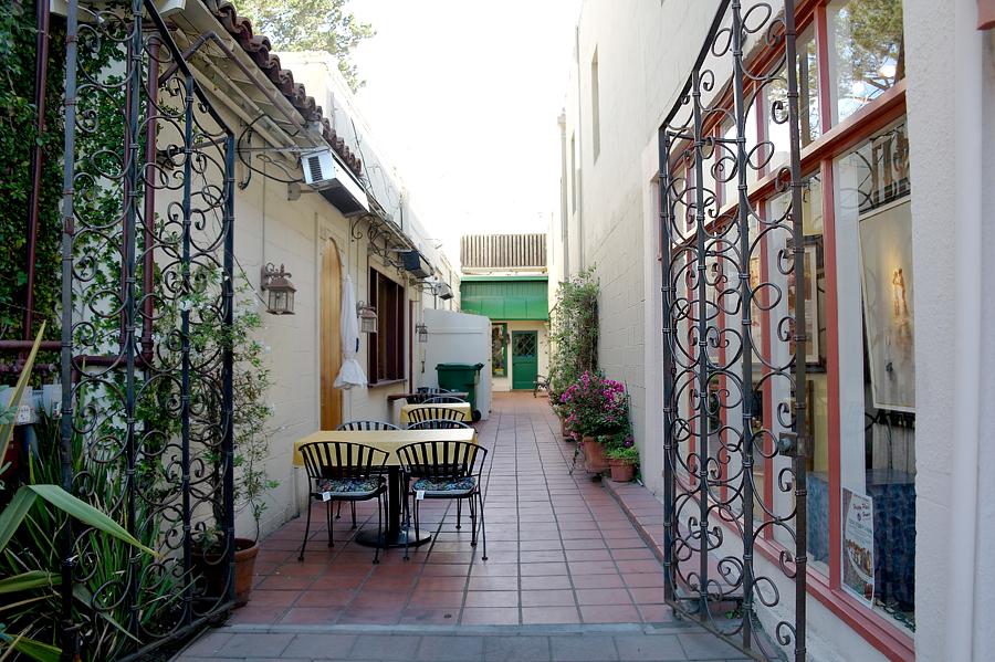 alley-in-Carmel