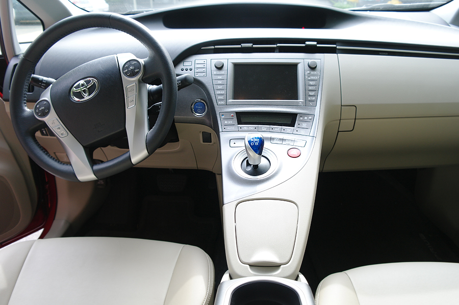 2015-Prius-Five-dashboard