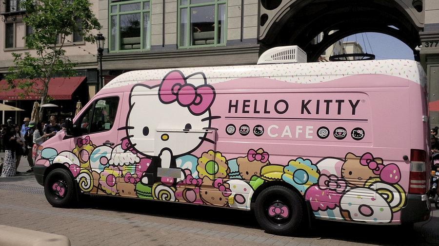 Hello-Kitty-Cafe-food-truck
