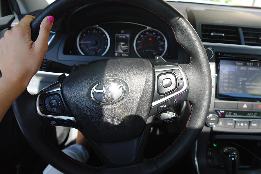 Toyota-Camry-steering-wheel