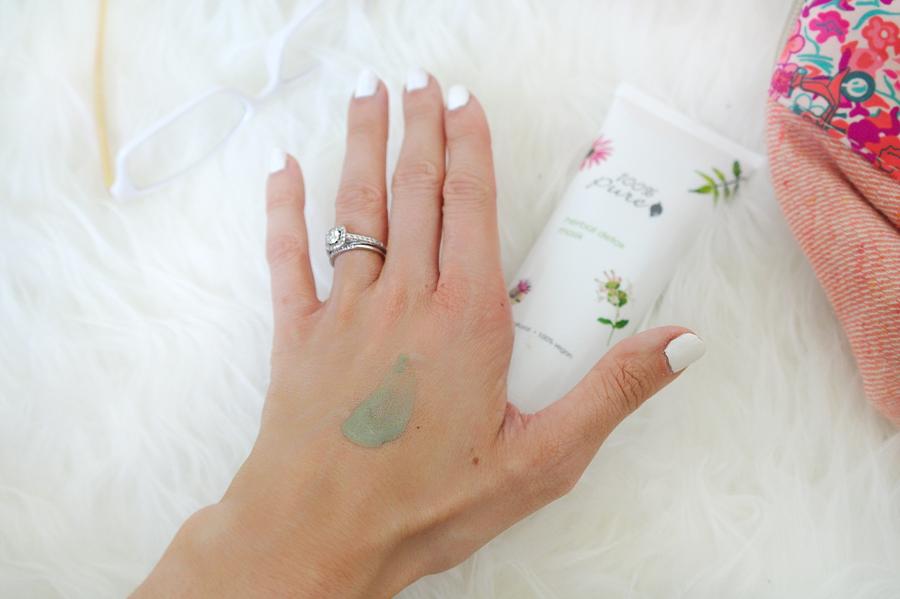 Detox-mask-on-hand