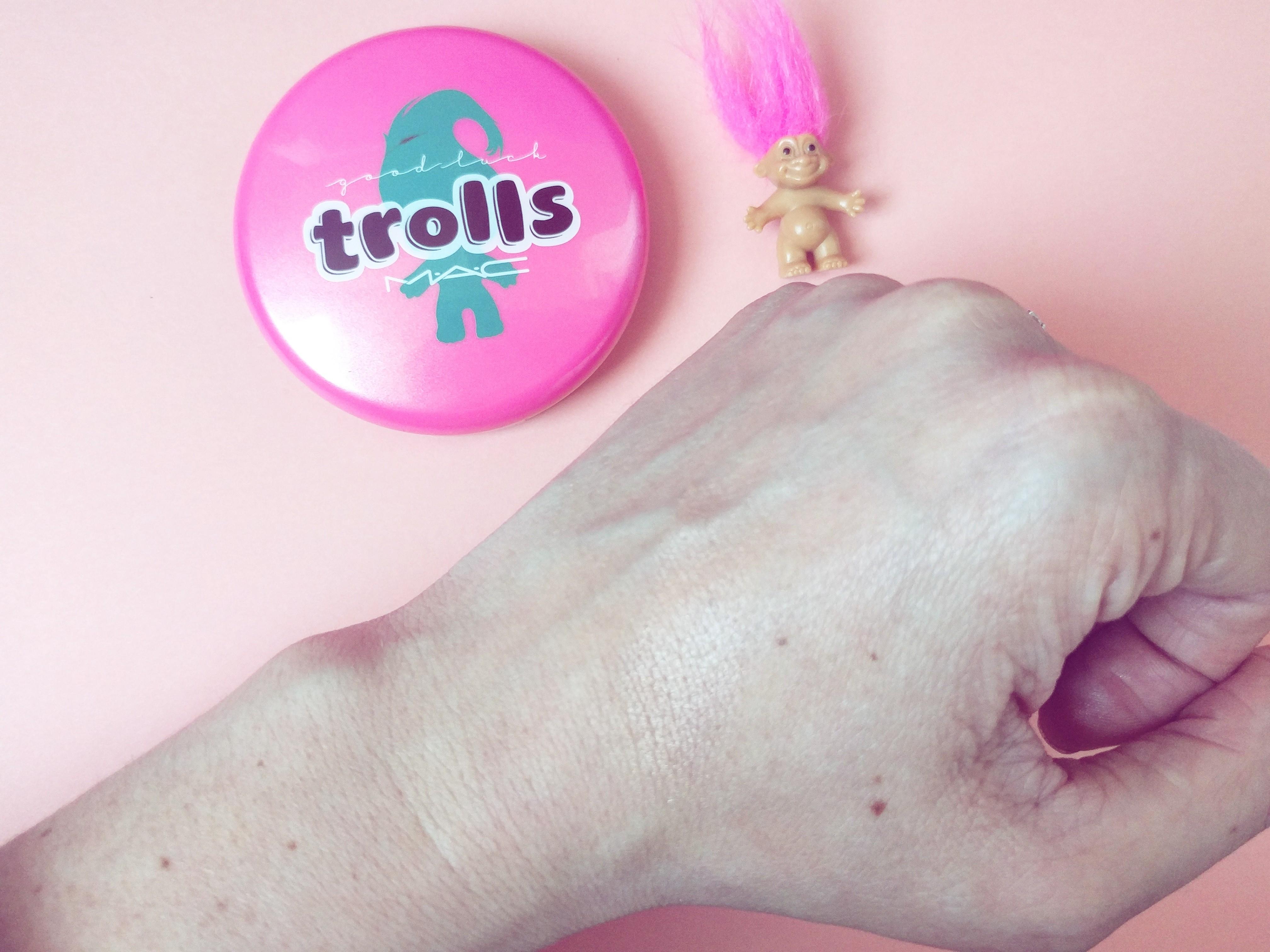 trolls beauty powder