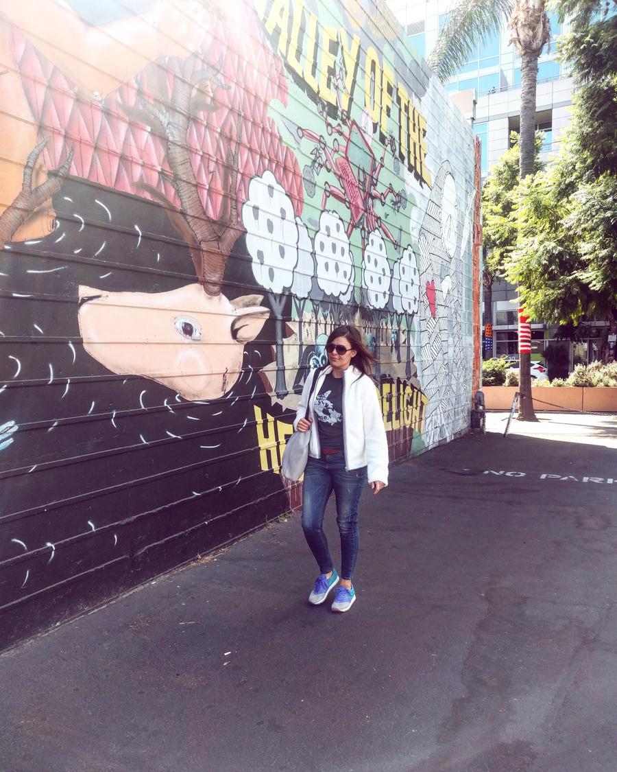 white-graffiti